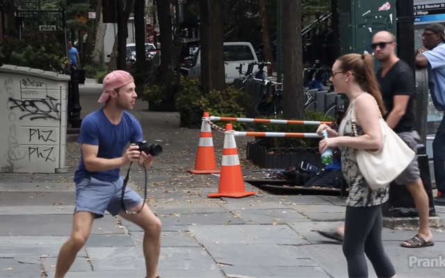 Guy Pretends To Be Humans Of New York, In New York comedian pretends humans of new york