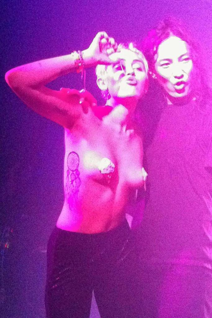 Just Stay Naked Forever, Miley! miley