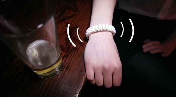 This Bracelet Will Tell You If Youre Too Drunk, Alerts Your Friends vive