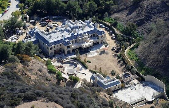 Mark Wahlbergs Home Is F*cking Ridiculous article 2494018 193D344400000578 891 634x422