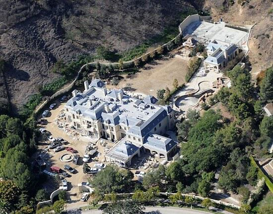 Mark Wahlbergs Home Is F*cking Ridiculous article 2494018 193D34EC00000578 947 634x513
