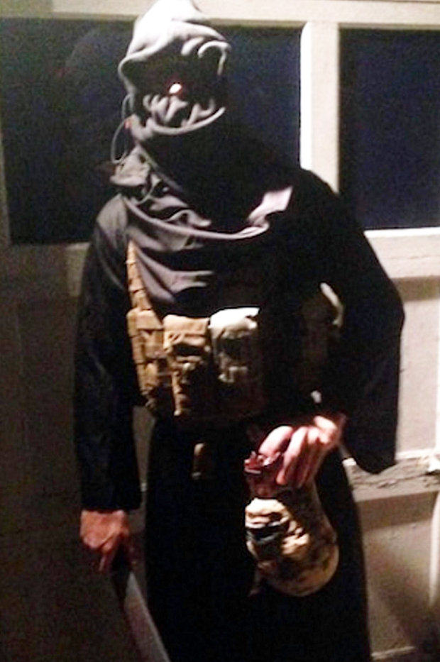 Halloween Partygoers Dress Up As ISIS Militants, Hold Fake Severed Heads 160588
