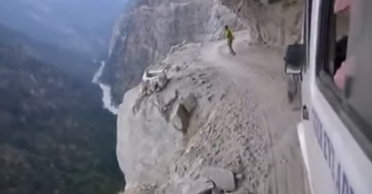 Insane Himalayan Bus Ride Is The Most Nopeworthy Thing Ever 249