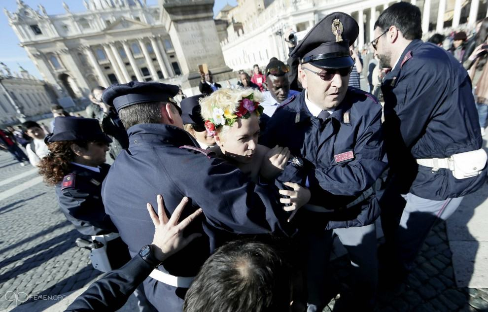 FEMEN Women Protested Against The Pope By Putting Crucifixes Up Their Arses   Watch Pope femen 4