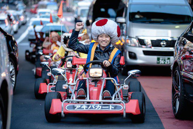 This Real Life Mario Kart Race Through The Streets Of Tokyo Is Awesome mariokart irl 10 1114 lgn