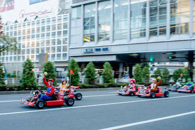 This Real Life Mario Kart Race Through The Streets Of Tokyo Is Awesome mariokart irl 11 1114 lgn