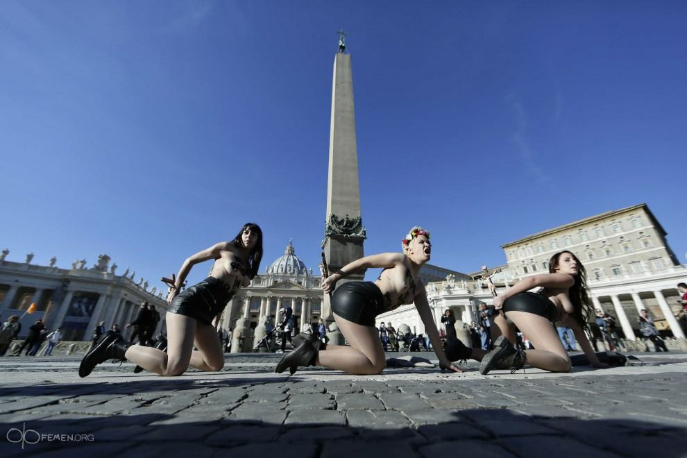 FEMEN Women Protested Against The Pope By Putting Crucifixes Up Their Arses   Watch pope femen 2