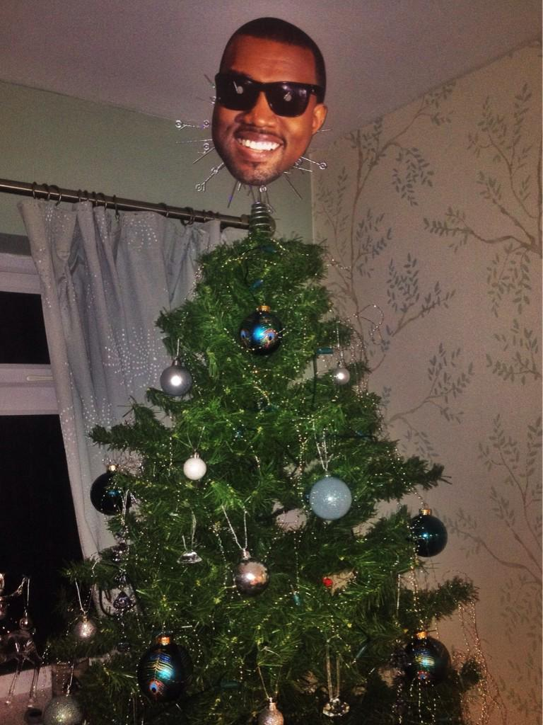 People Are Putting Kanye On Top Of Their Christmas Trees B5KMtQYIEAAsD0Z
