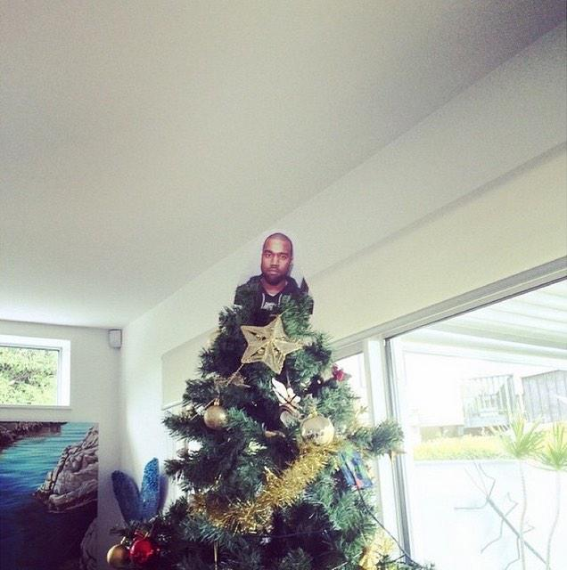 People Are Putting Kanye On Top Of Their Christmas Trees B5LAUquIYAII 43