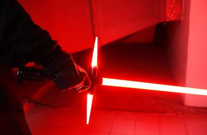 A Japanese Guy Has Built The New Star Wars Lightsaber, Obviously ockbzoesfc93nhkt1vyp