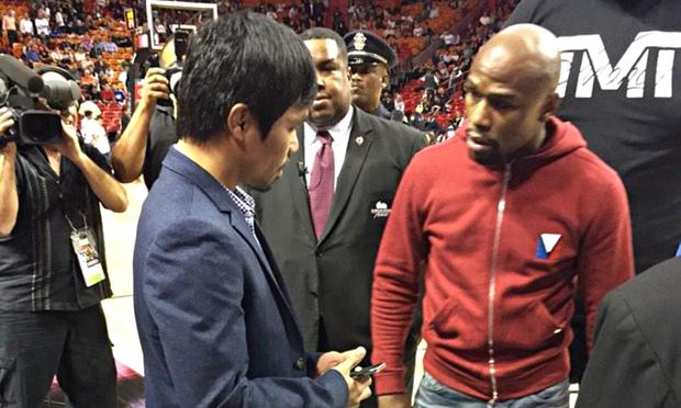 Floyd Mayweather And Manny Pacquiao Get Up Close At Miami Heat Game floyd mayweather 010
