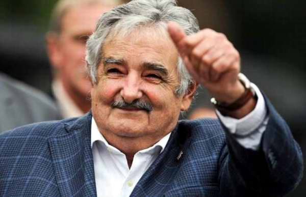 The President Of Uruguay Picks Up A Hitchhiker And It Doesnt Surprise Us josemujica presidente uruguay