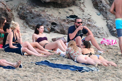 Leonardo DiCaprio Parties With Beach Full Of Girls In St. Barts ldicapriobeach010115 023 x17 480w