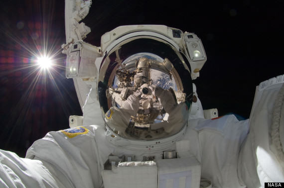 Learn How To Take The Perfect Selfie At A London College o SPACE SELFIE 570