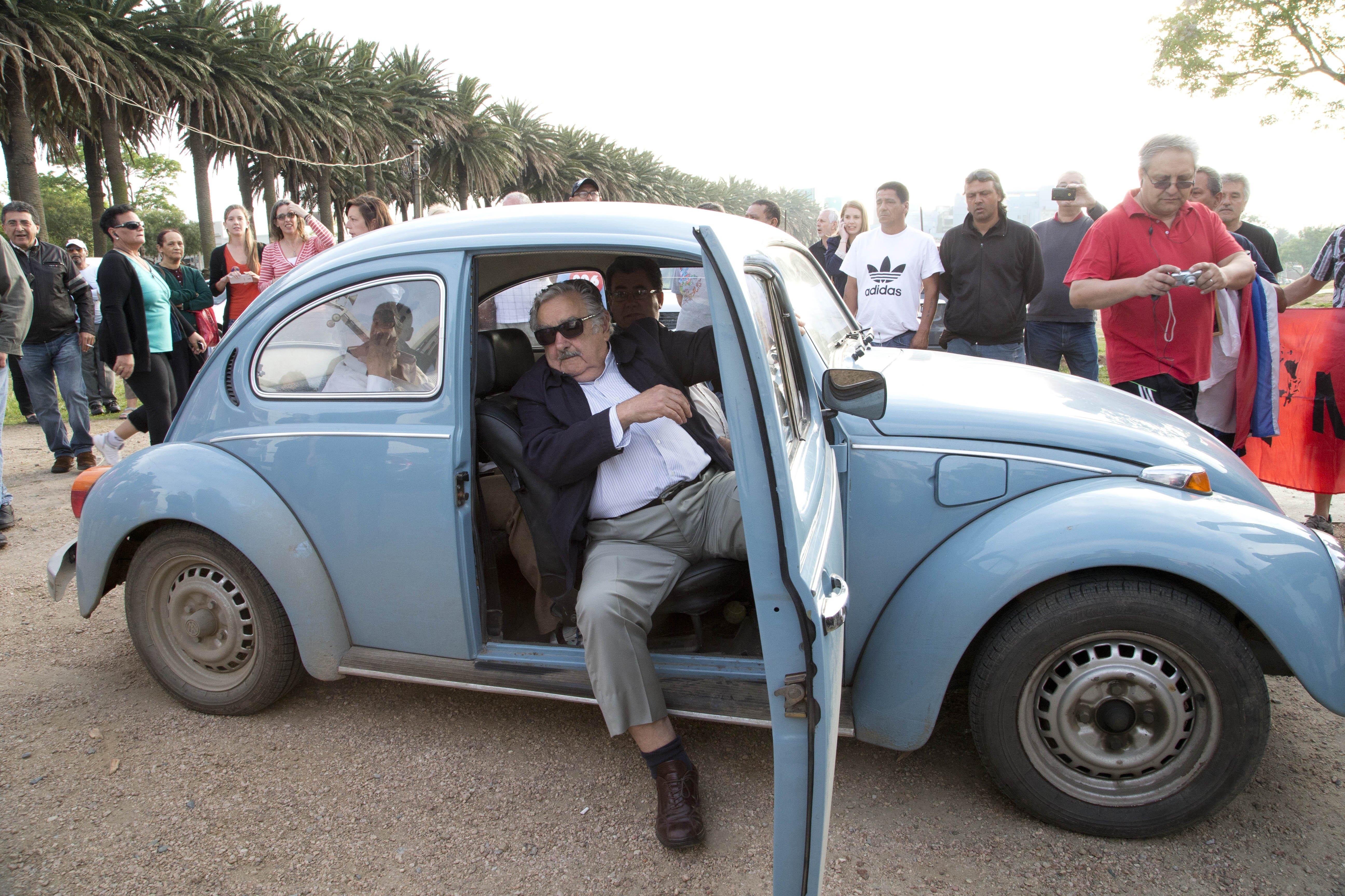 The President Of Uruguay Picks Up A Hitchhiker And It Doesnt Surprise Us uruguay mujica offer buy beetle 4973e3fa1fbffdf6c01799ec4b7e7131