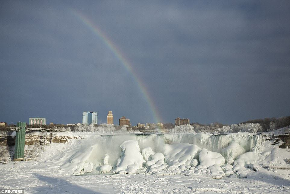 Niagara Falls Has Frozen Over As Extreme Weather Batters The East Coast 25C71CAB00000578 0 image a 30 1424278300525