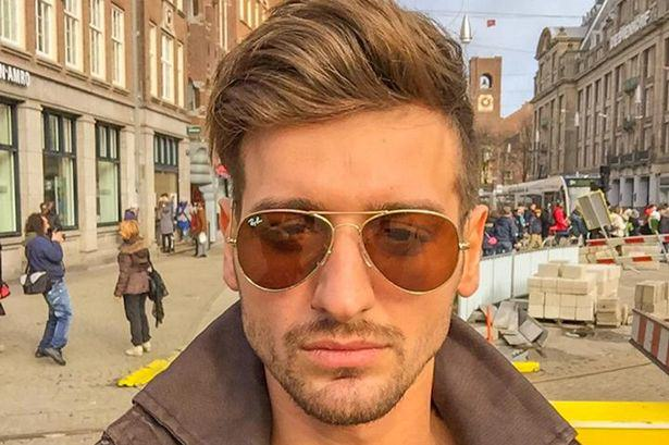 Male Model Dumped For Being Too Vain Offers Free Valentines Day Kisses To Make Ex Jealous PAY Alex Vang