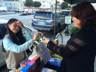 Genius Girl Scout Sets Up Cookie Stall Outside Legal Weed Shop genius1