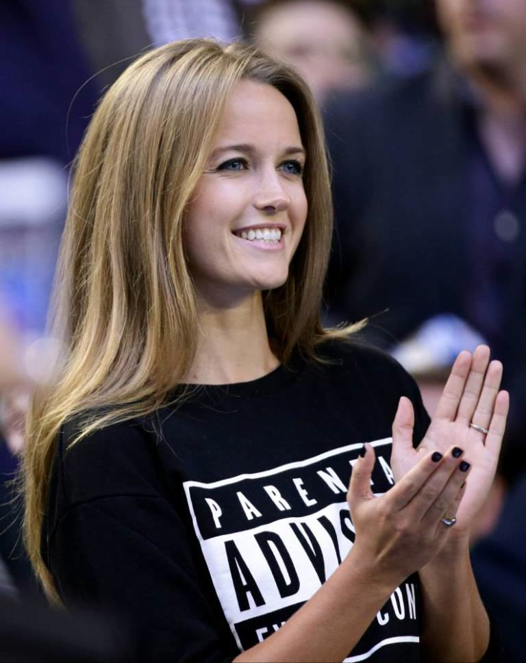Andy Murrays Fiancee Kim Sears Gives No F*cks In Her New Jumper kimsears2