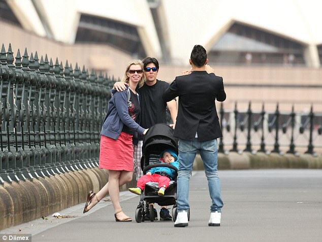 Family Ask Lewis Hamilton To Take Pic, Have No Idea Who He Is 26C8F5F700000578 3003359 Say cheese Hamilton takes a photo for the family before the Sydn a 21 1426811043284