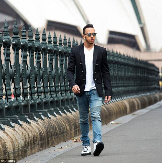 Family Ask Lewis Hamilton To Take Pic, Have No Idea Who He Is 26C8F68500000578 3003359 Shades A smartly dressed Lewis Hamilton was enjoying time out in a 32 1426814626976