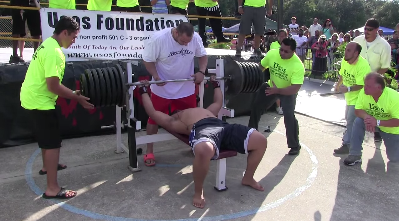 Man Attempts 725 Pound World Record Bench Press, It Goes Unsurprisingly Screen Shot 2015 03 09 at 14.29.23