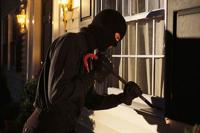 Security Firm Lands Itself In Hot Water After Giving Burglars A Helping Hand burglar 640x426