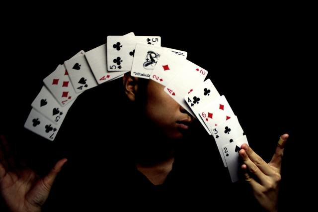So Cardistry Is An Actual Job   And It Looks Pretty Epic To Us card tricks 640x426
