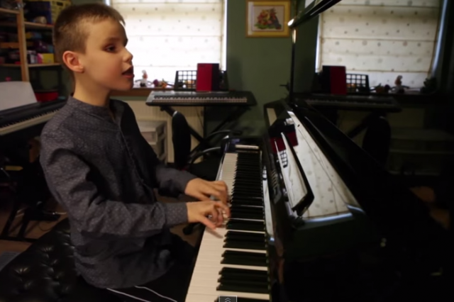 Ten Year Old Blind Kid Plays Piano, Produces Epic Performance ethan 640x426