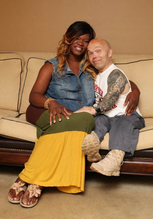 This 4ft 4in Bodybuilder Has Found Love With A 6ft 3in Transgender Woman grfedw