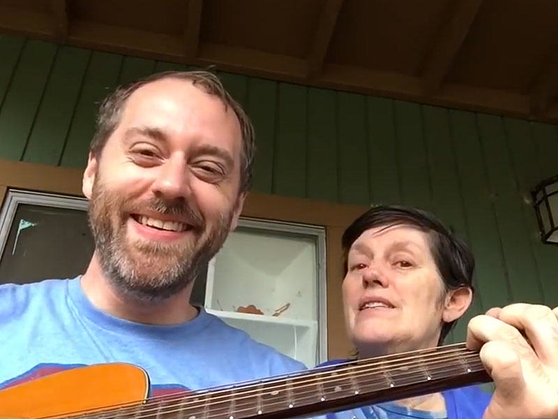 This Guy Sings Songs To His Mum Who Has Alzheimers mom song 800
