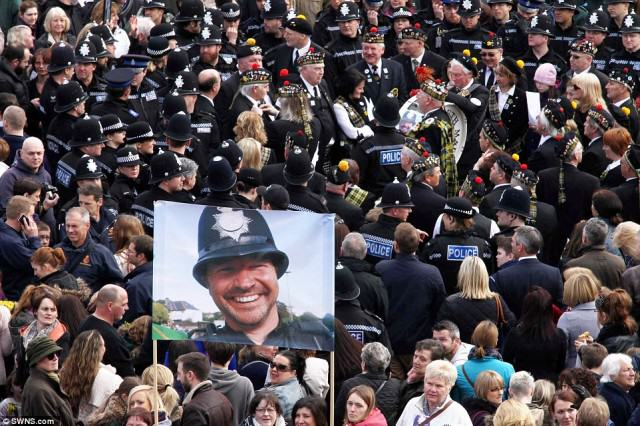 Hero Policemans  Death Sees Thousands Line The Streets For Final Beat Walk police 4 640x426