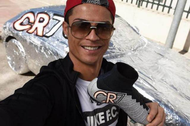Real Madrid Star Ronaldo Shows His Funny Side After Epic Prank On Teammate ronaldo joke1 640x426