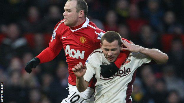 Manchester United Skipper Hits The Deck After Boxing Spar Goes Wrong roo