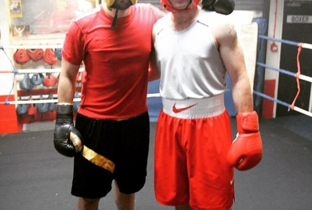 Manchester United Skipper Hits The Deck After Boxing Spar Goes Wrong rooney ko 634x426