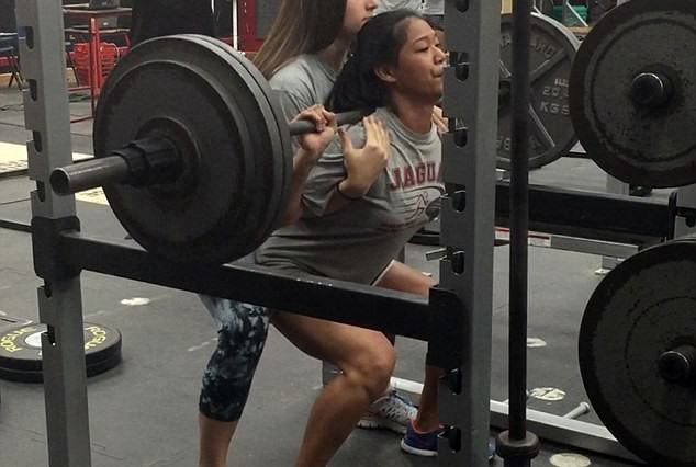 15 Year Old Girl Can Squat 300lbs, Obviously Goes Viral squats1 634x426