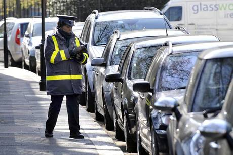 Traffic Wardens Now Have To Wait Ten Minutes Before They Can Give You A Ticket! trafficwardES