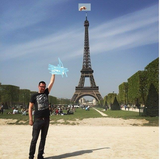 This Guy Posing Next To The Eiffel Tower Is The Latest Internet Craze 101
