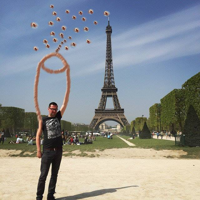 This Guy Posing Next To The Eiffel Tower Is The Latest Internet Craze 1310