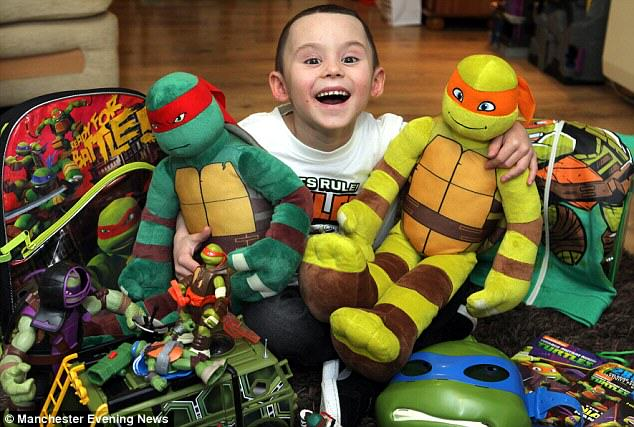 Boy Who Beat Cancer Dressed As Ninja Turtle For His Radiotherapy Treatment 278D5D8300000578 0 image a 38 1429010881510