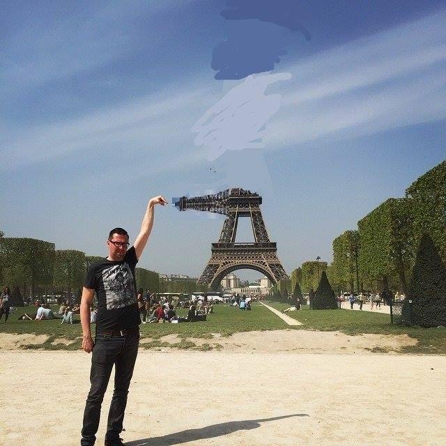 This Guy Posing Next To The Eiffel Tower Is The Latest Internet Craze 92