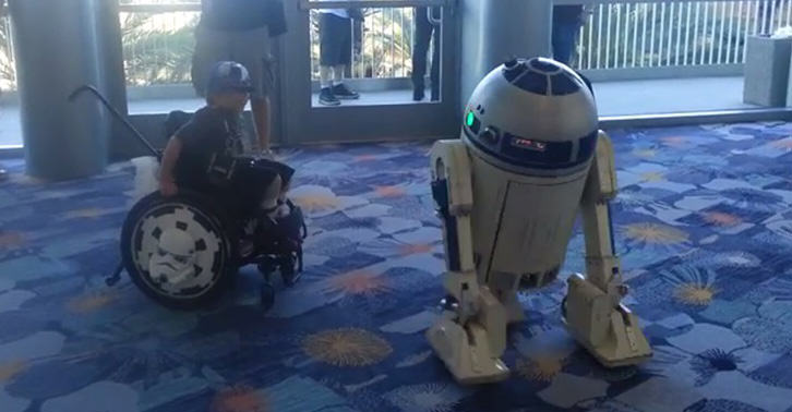 Little Lad In Wheelchair Dances With R2 D2 At A Star Wars Convention TN111