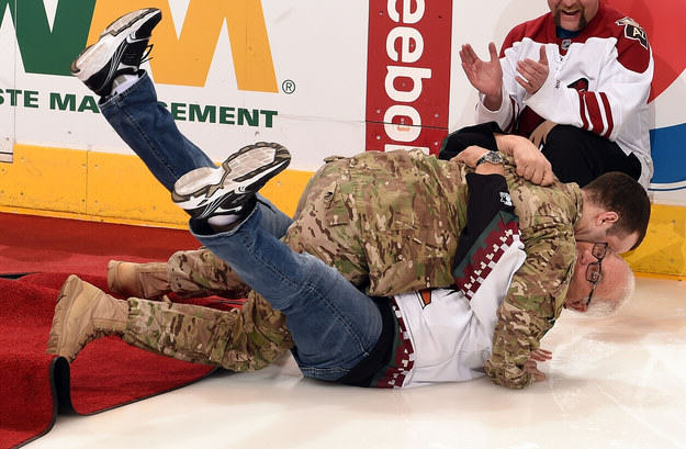 Dad Falls Over As Returning Soldier Son Surprises Him enhanced 25296 1428857911 13