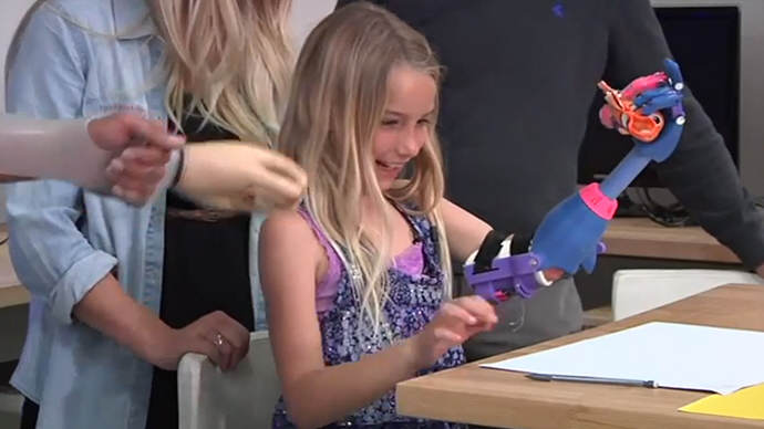 7 Year Old Girl Gets 3D Printed Robohand girl robohand 3d printer1.si