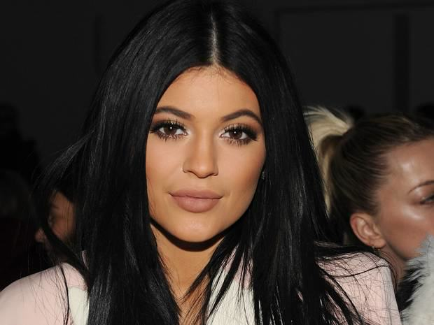 Kylie Jenner Challenge Goes Viral As Girls Suck Shot Glasses To Emulate Pout kylie