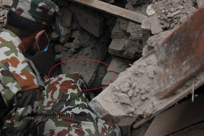 4 Month Old Baby Found Alive In Nepal Earthquake Rubble nepalbaby2