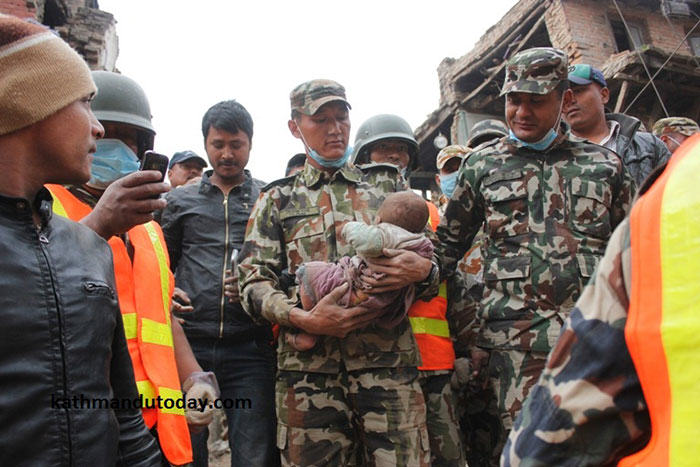 4 Month Old Baby Found Alive In Nepal Earthquake Rubble nepalbaby7