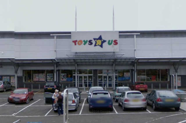 Crazy Man At Toys R Us Strips Off, Chases Customers Around With A Bat toys2 640x426