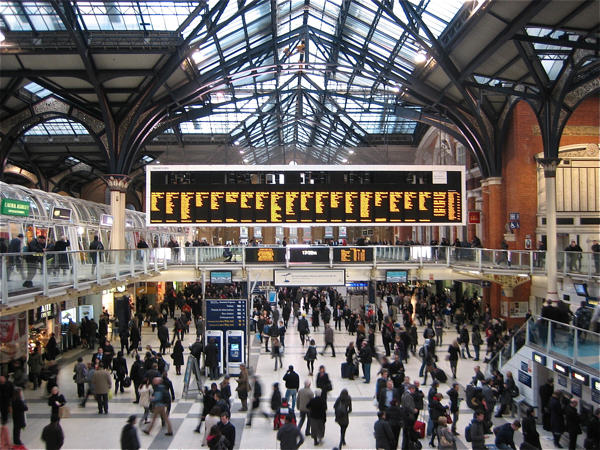 Police Shut Down London Train Station After A Man Is Spotted Carrying A Gun 1142
