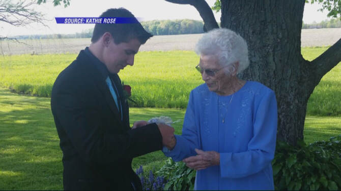 Indiana Teenager Takes His 93 Year Old Great Granny To Prom 931